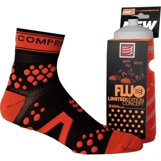 CALCETINES RUNNING COMPRESSPORT + BIDON SWITZERLAND