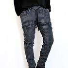 Pantalon negro y cuadros azules con goma elastica