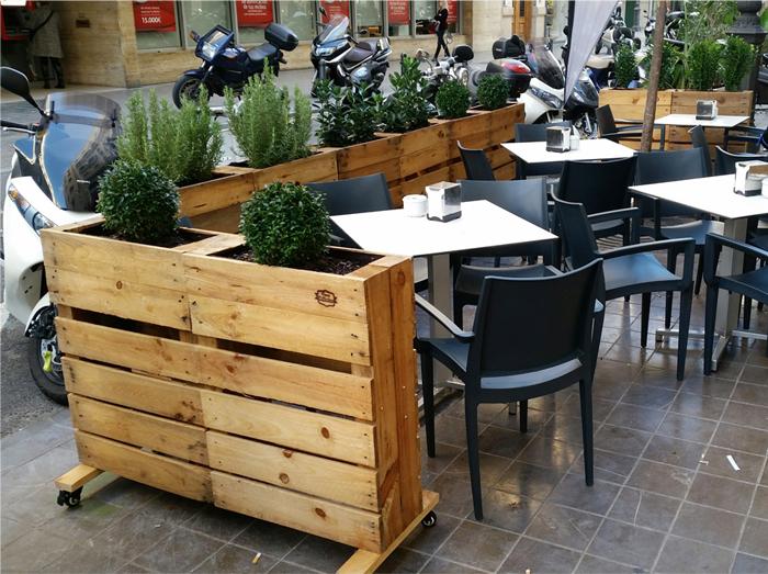 Jardineras con ruedas tabanera de cerrato se embellece con jardineras realizadas con ruedas - Jardineras con ruedas ...