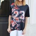 Camiseta Negra Flores Rojas y numero 23